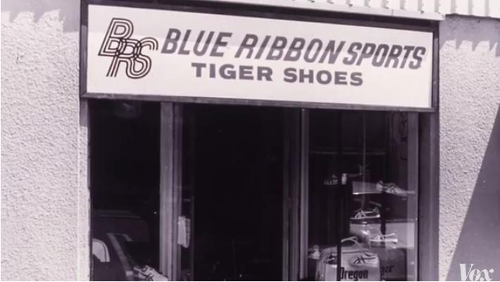 NIKE 前身,Blue Ribbon招牌下面還有TIGER SHOES