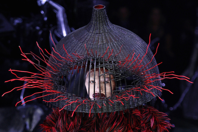 A Model displays a creation by British designer Alexander McQueen as part of his Fall/Winter 2009/10 ready-to-wear women's collection during Paris Fashion Week March 10, 2009. REUTERS/Pascal Rossignol (FRANCE FASHION) - RTXCLSZ