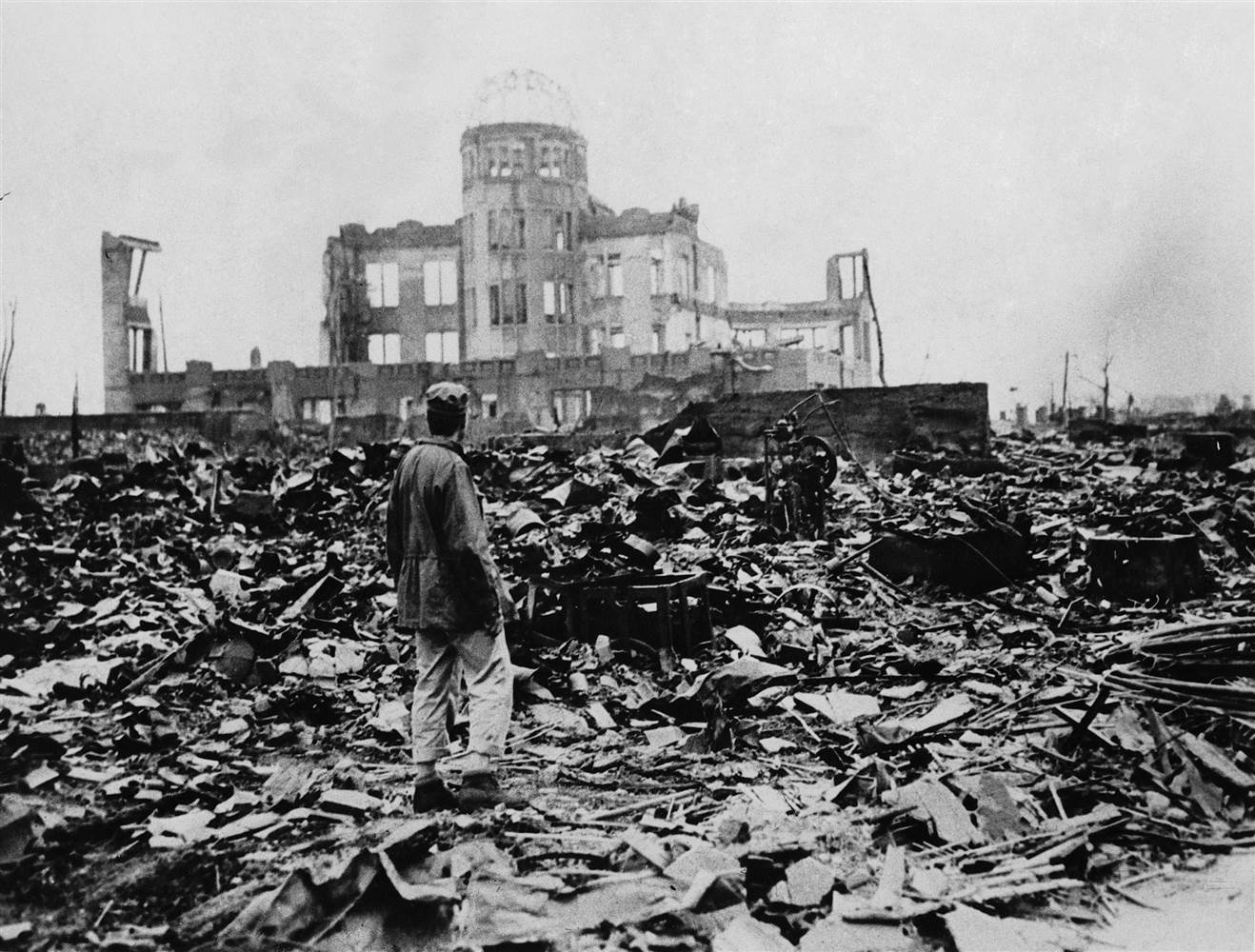 原子彈引爆後,廣島瞬間成為廢墟,via NBC