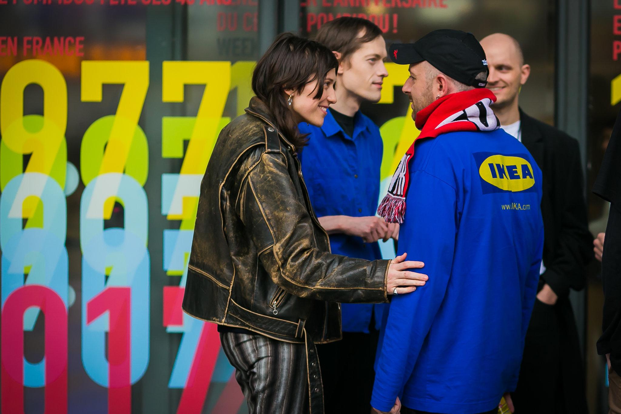 Demna Gvasalia之前穿上IKEA的外套,似乎早有預告?