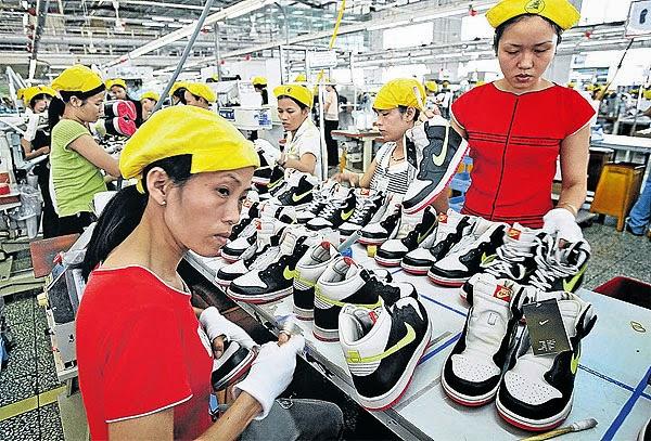 女工於Nike大陸製鞋工廠