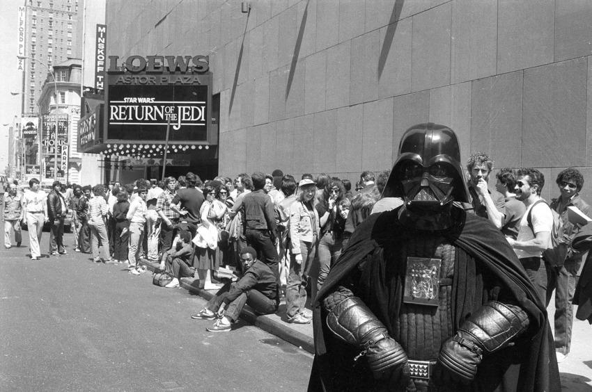 1983 年,大家排隊為了《星際大戰六部曲:絕地大反攻》