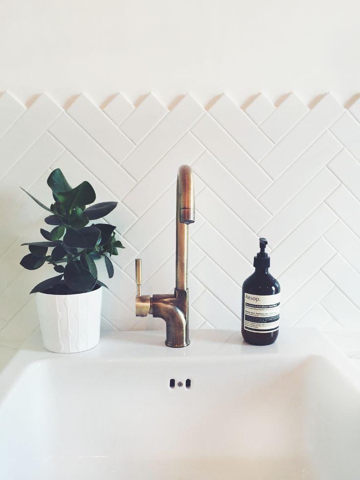 c6d72529754c85109303a0ab22a296ce--bathroom-styling-simple-bathroom