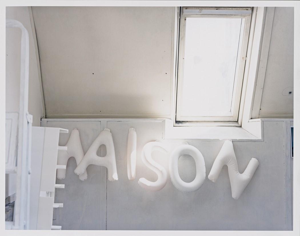 「Maison,這個集合的名字選擇去強調團隊合作而非單一設計師。」 photo via AnOther Magazine