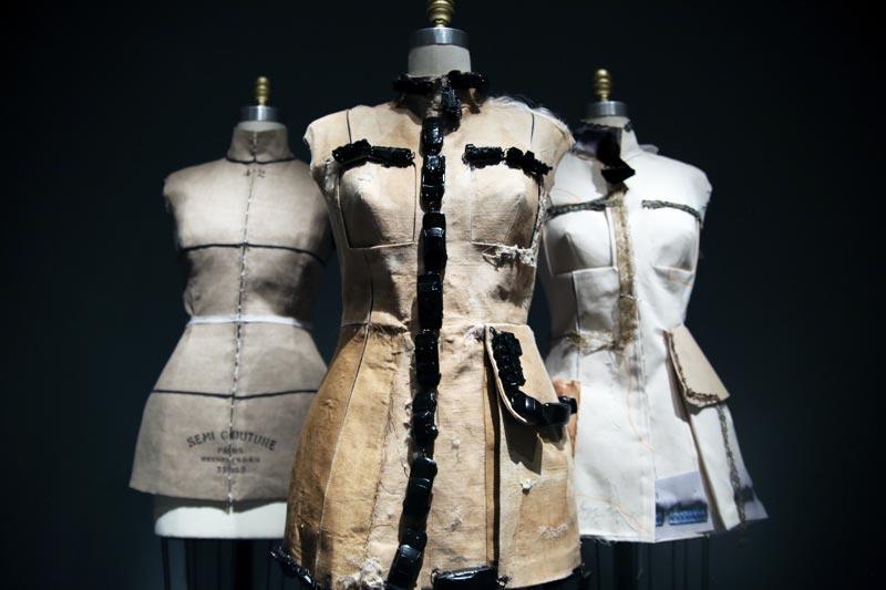 於 John Galliano 首次設計的高訂秀上,其也成了重點元素