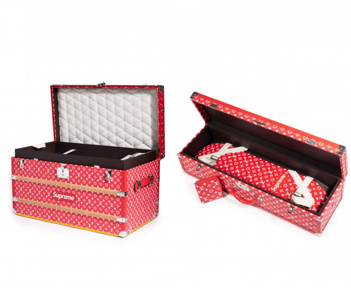 (圖左) Supreme x Louis Vuitton Malle Courrier 90 Trunk – €88,400 EUR;(圖右) Supreme x Louis Vuitton Boîte Skateboard Trunk