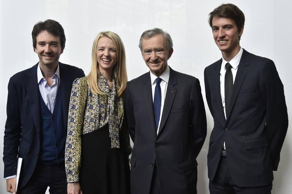 左起:二兒子 Antoine Arnault、大女兒 Delphine Arnault、集團大佬 Bernard Arnault、三子 Alexandre Arnault