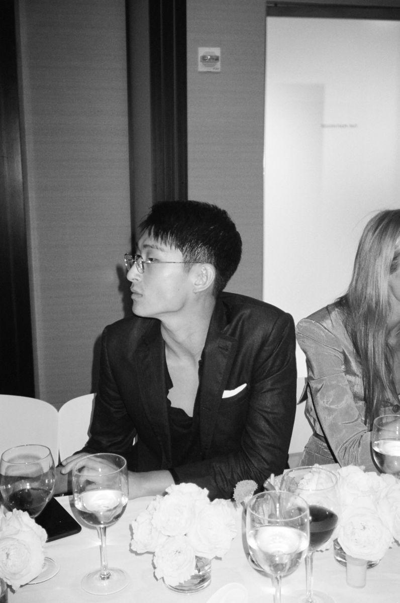韓裔英國模特兒 Sang Woo Kim 亦受邀參與派對